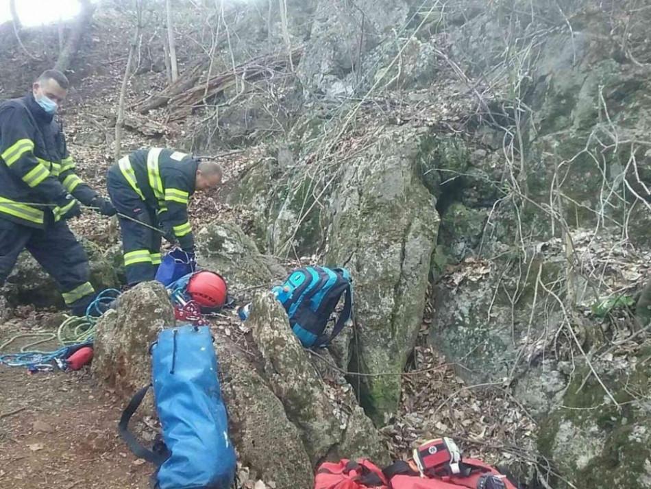 zachrana, Teraz.sk: V katastrálnom území obce Hubina uviazla v jaskyni osoba