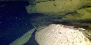 , Mokra diera a Sucha diera prepojená pod vodnou hladinou